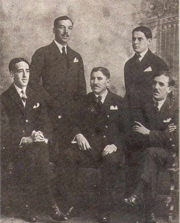 A primeira direcção. Da esquerda para a direita: Alberto Brito (2.º secretário), Joaquim Moreira da Costa Júnior (1.º secretário), Joaquim Gomes dos Santos (Presidente), Mário Valente (Vice-Presidente) e José Martins (Tesoureiro)